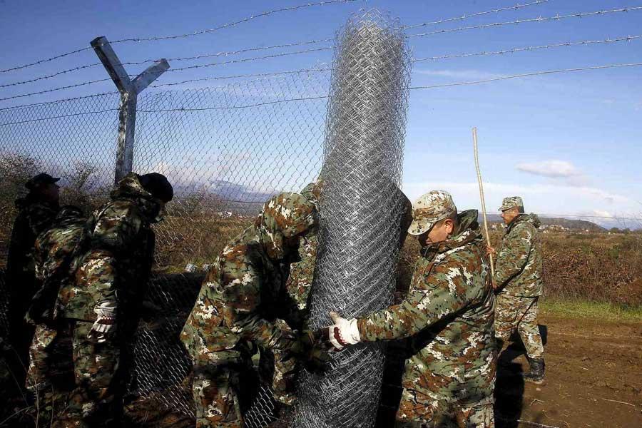 Macedonians close border